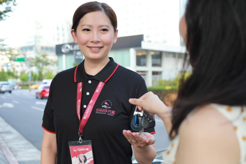 「55688代駕」於歲末迎新時刻推出免費體驗活動,用心守護民眾酒後的人車返家安全。