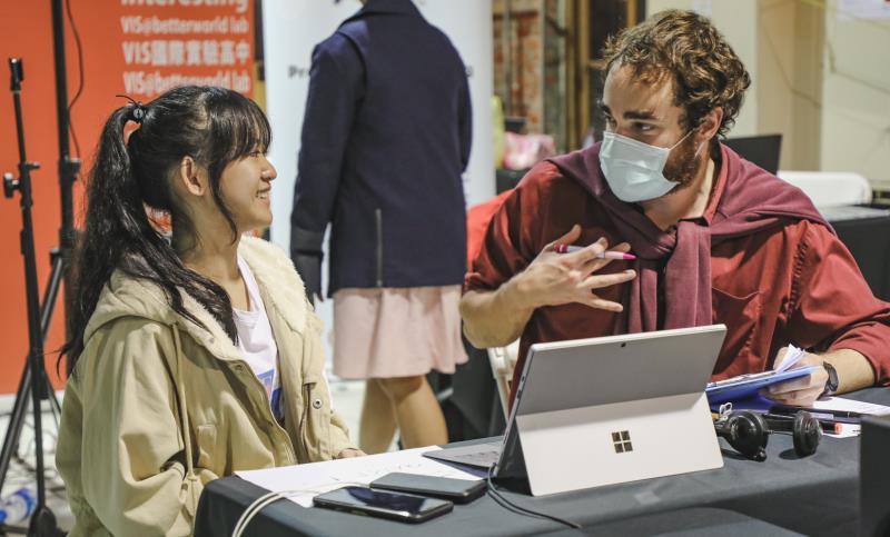台北市VIS國際實驗高中首屆應屆畢業生收到世界百大名校錄取通知,並有意前往就讀。