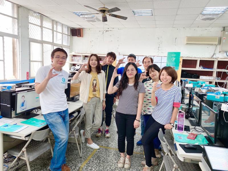 數位學習落實關鍵  CLASSTING專屬校園的數位化溝通平台。