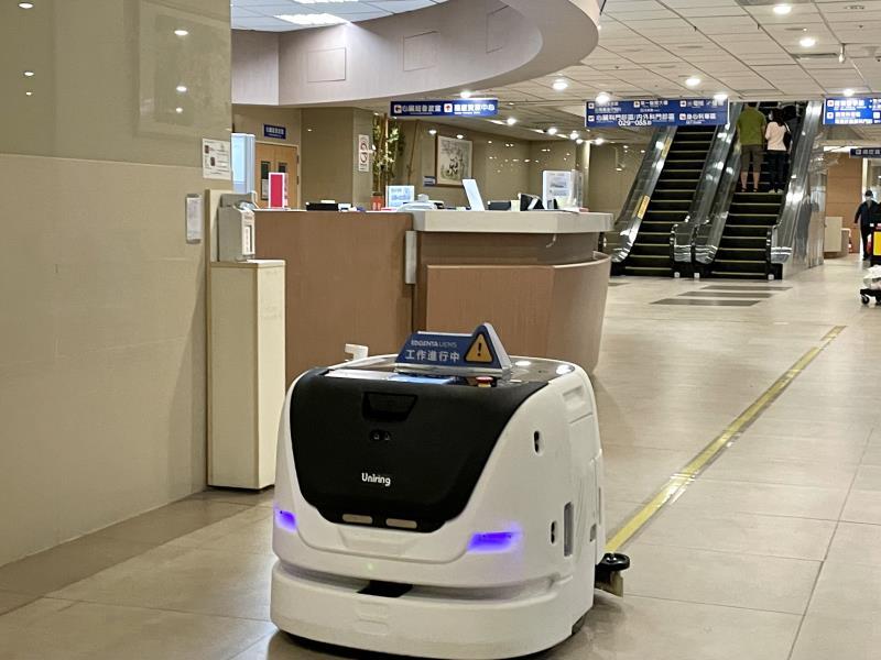 威合威務導入Max智能洗地機器人