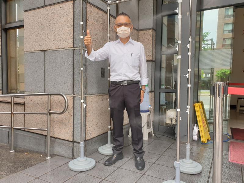 強化防疫 宏明建設為警察裝滅菌門