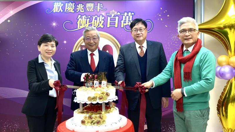 深耕信用卡市場三年,兆豐銀行如今已晉身百萬發卡行,今特別舉辦全民拚振興活動,希望提升民眾消費意願。
