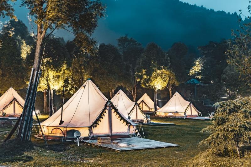 來到愛上喜翁豪華莊園,在雲霧繚繞間體驗豪華露營,KLOOK獨家75折優惠雙人只要8,100元