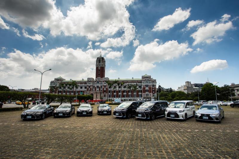 Lexus受邀擔任台灣英雄凱旋派對的合作夥伴,提供豪華車款LM、LS及ES作為紅毯專屬接駁禮車