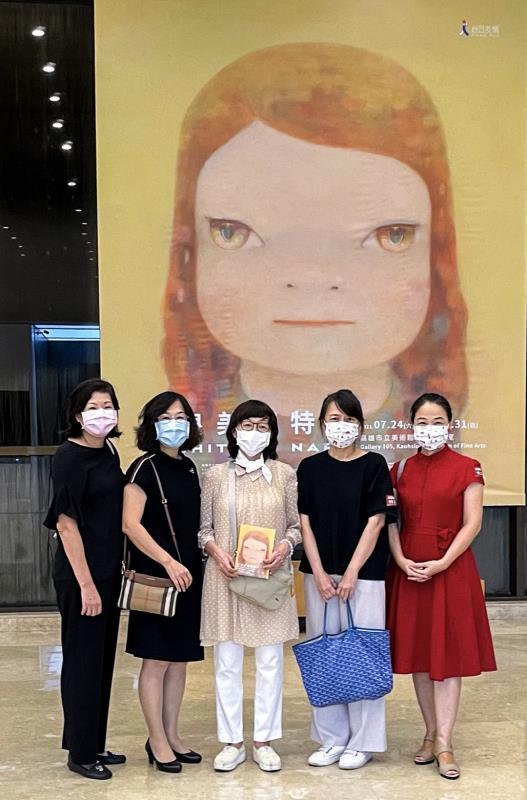兆豐銀行邀請財管高資產會員參觀「奈良美智特展」,並安排專業導覽,讓客戶體驗專屬的藝文饗宴。