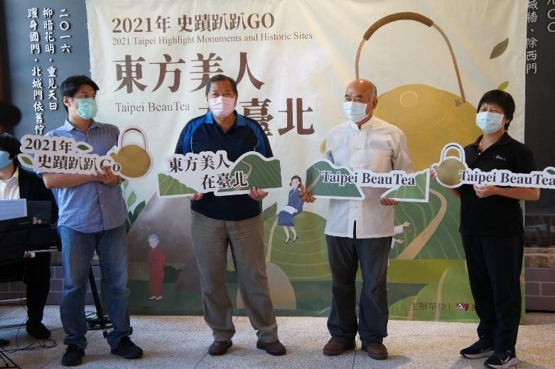 導覽老師介紹路線特色,右起:洪幸如老師、陳威志老師、吳智慶老師、周季五老師。