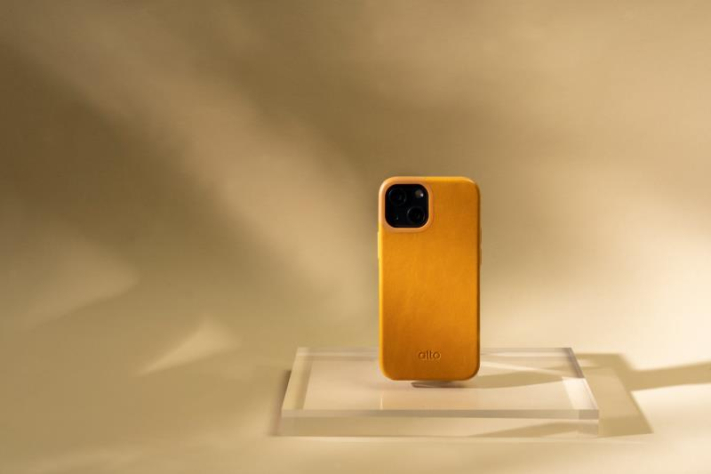 義式皮革美學 與iPhone 13擦出專屬層次美