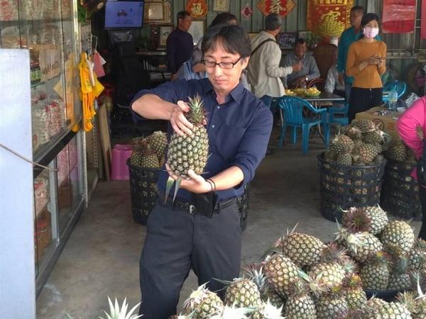 日籍拉麵連鎖店社長感謝台灣 採購鳳梨助行銷