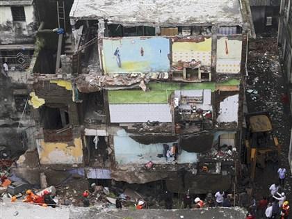 印度孟買附近危樓倒塌死20人 另有15人失蹤