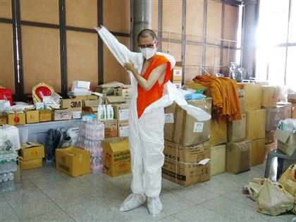 穿上防護衣走入社區 泰國僧侶站上抗疫前線