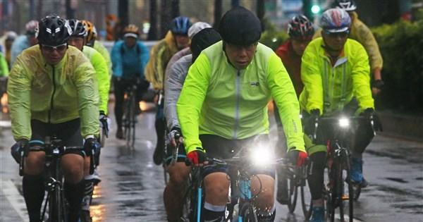 柯文哲一日北高編72萬預算引質疑 市府:為推廣自行車產業 | 地方 |